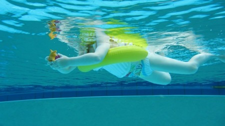 Freds Swim Academy Koło do nauki pływania Swimtrainer 3m-ce - 4 lata czerwone