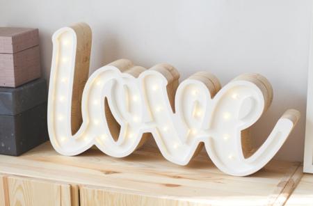 Lampka drewniana z funkcją ściemniania Little Lights Napis Love Polski HandMade